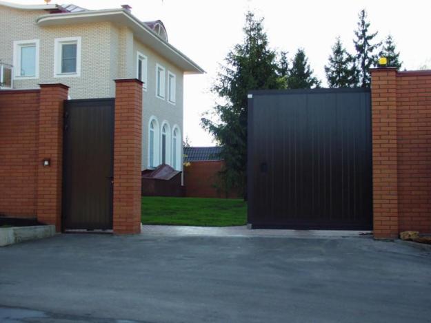 Поговорим о преимуществах распашных ворот