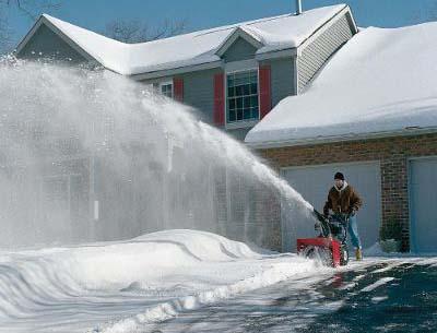 Снегоуборочная машина в частном доме