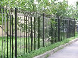 Защищаем дачу металлическим забором