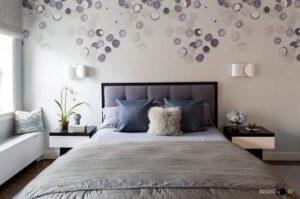 Как украсить стены спальни