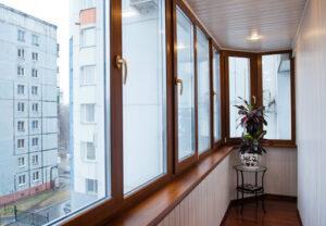 Преимущества теплого остекления балконов пластиковыми окнами